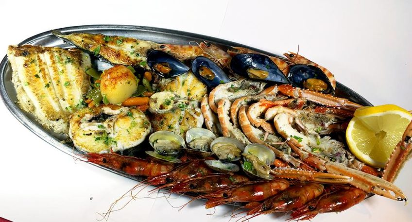 An amazing fresh seafood restaurant next to the beach in Barcelona!